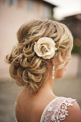 cabelo noiva cachos flor